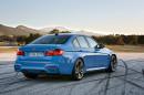 Heckansicht der BMW M3 Limousine, Außenfarbe Blau