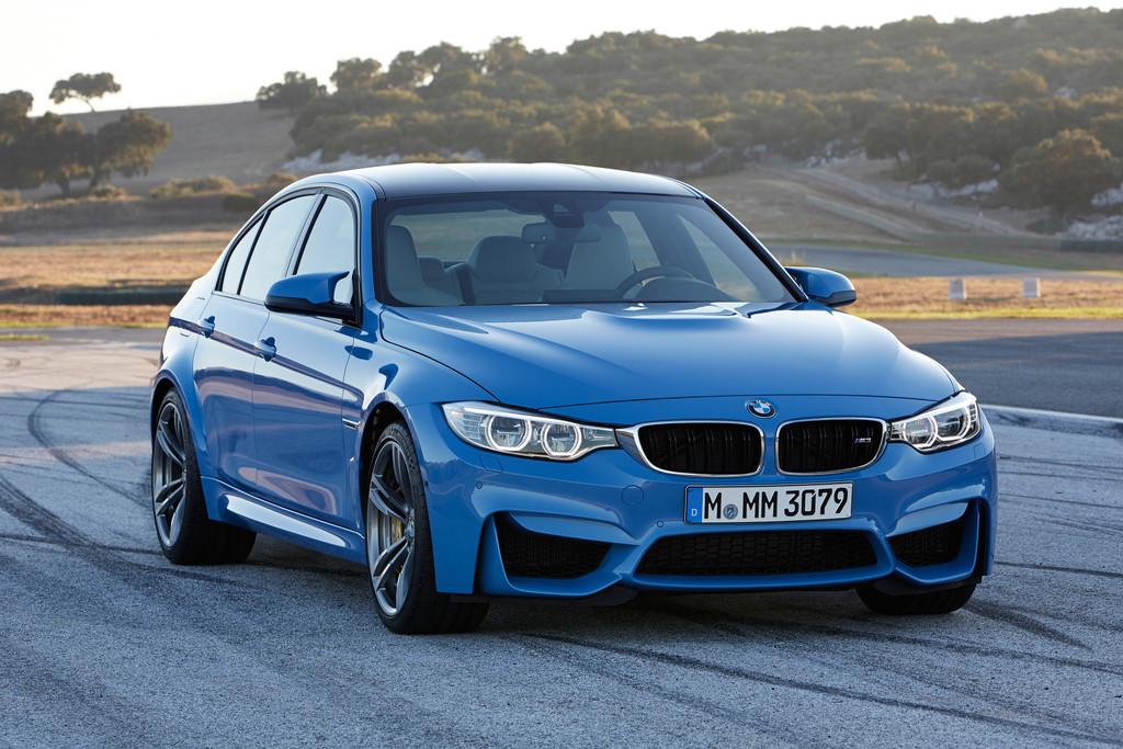 Die neue (2014) BMW M3 Limousine in blau in der Frontansicht