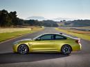 Das neue BMW M4 Coupé in der Seitenansicht (Farbe Gold)