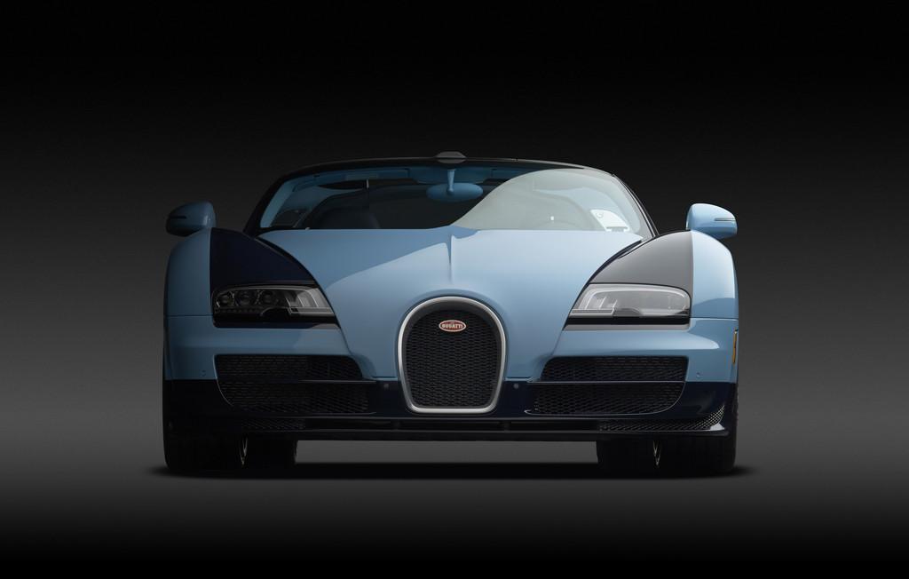 Der Supersportwagen Bugatti Veyron in der Frontansicht