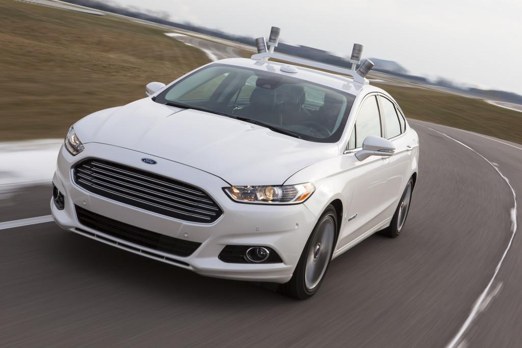 Der Ford Fusion Hybrid wahlweise mit Benzin sowie elektrisch