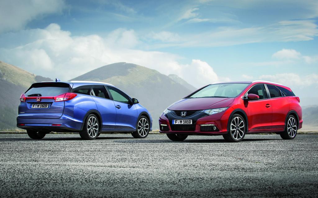Neuer Honda Civic Tourer in zwei verschiedenen Farben
