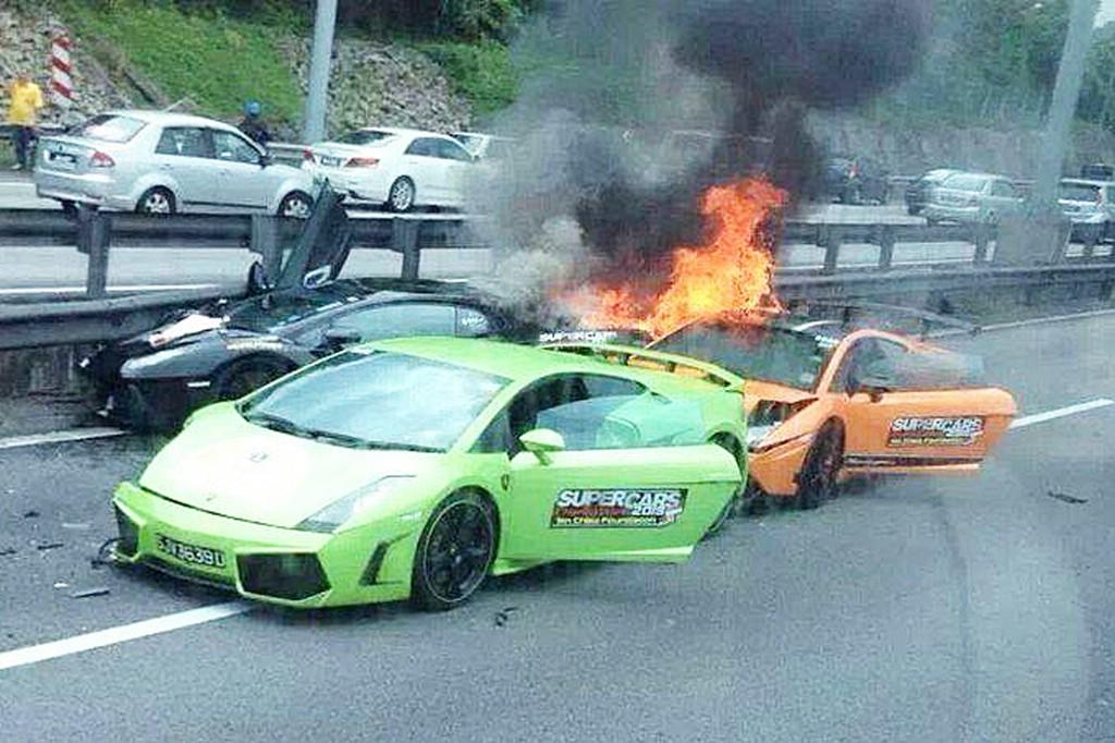 Mehrere Lamborghini Gallardo fangen Feuer nach einem Unfall