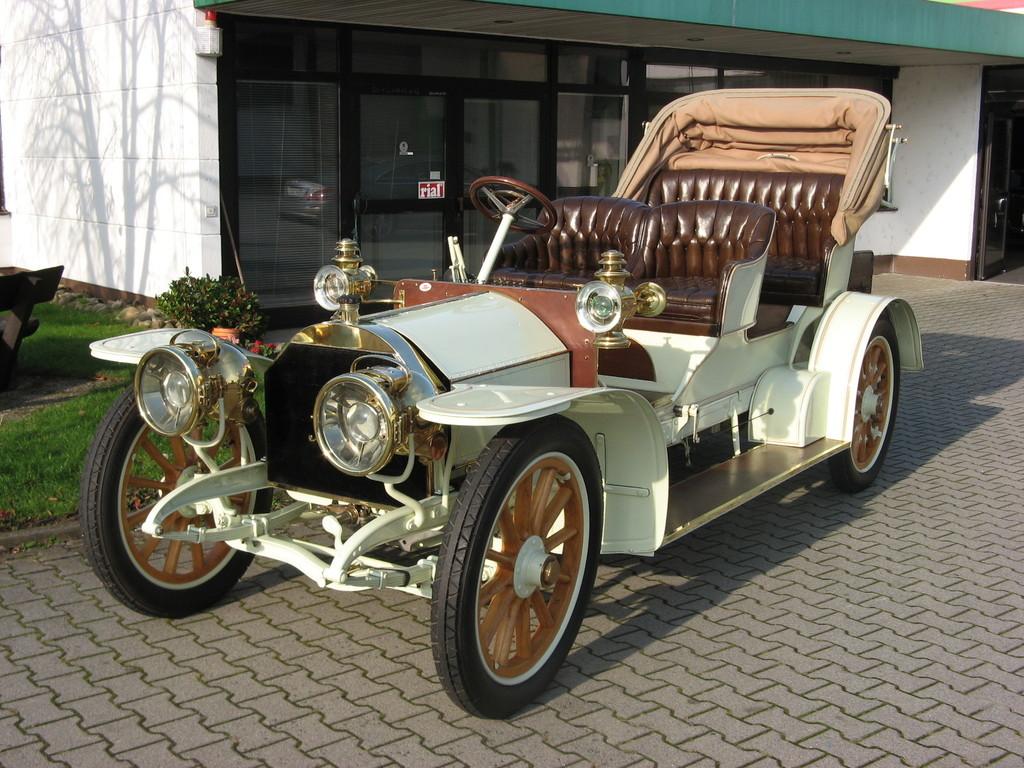 Der Mercedes Simplex 28/32 Phaeton, Baujahr 1905 wurde versteigert