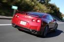 Fahraufnahme vom roten Nissan GT-R Modell 2014