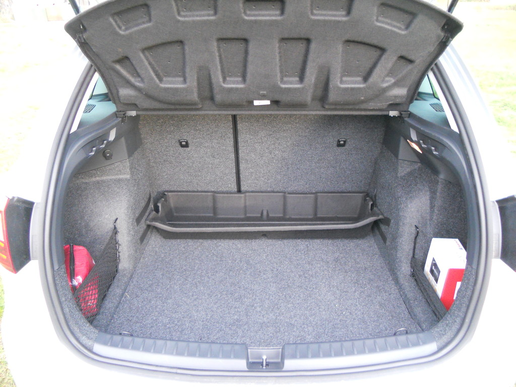 galerie seat ibiza st 1 2 tdi kofferraum bilder und fotos. Black Bedroom Furniture Sets. Home Design Ideas