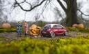 Spritztour mit dem Auto ihrer Tochter unternommen - Opel Adam Modellauto