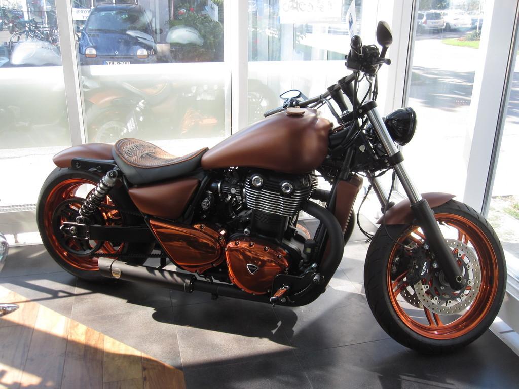 Diese Triumph Copper Bird wird auf der Custombike Show 2013 mit dabei sein