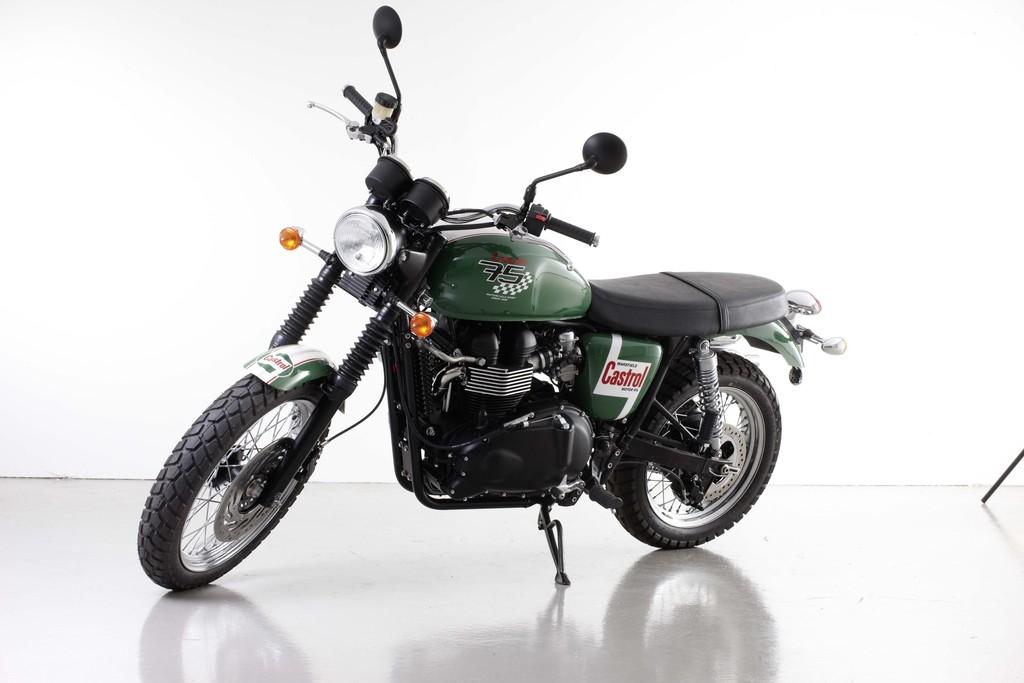 Diese Triumph Scrambler Castrol wird auf der Custombike Show 2013 gezeigt