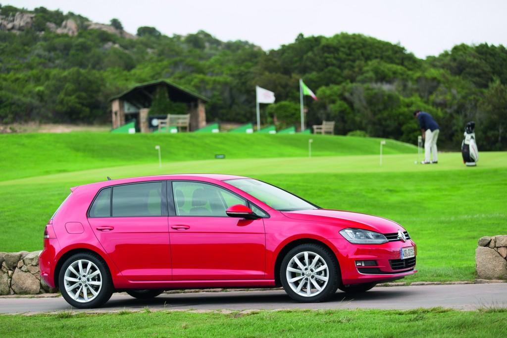 Volkswagen Golf AU - die siebte Generation des Kompaktmodells in rot