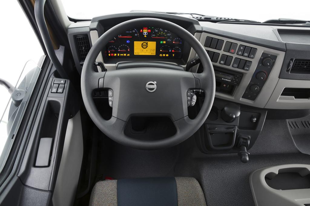 Hier sitzt der Volvo FL Fahrer: Der Innenraum des neuen Lkw-Modells