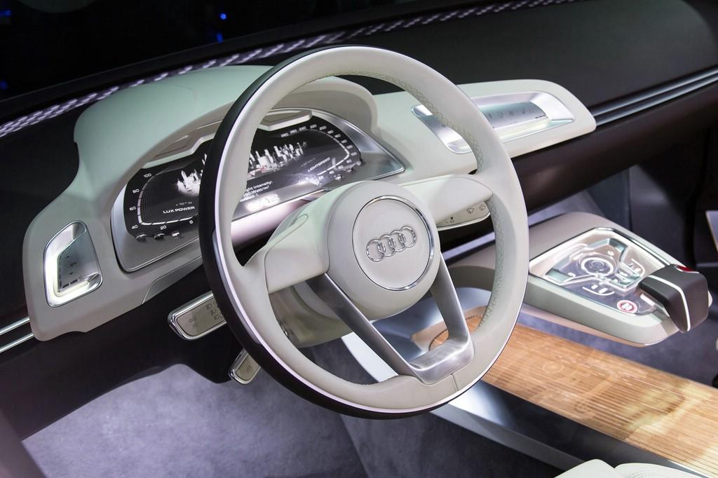 CES Las Vegas 2014 Audi A8 Cockpit Studie