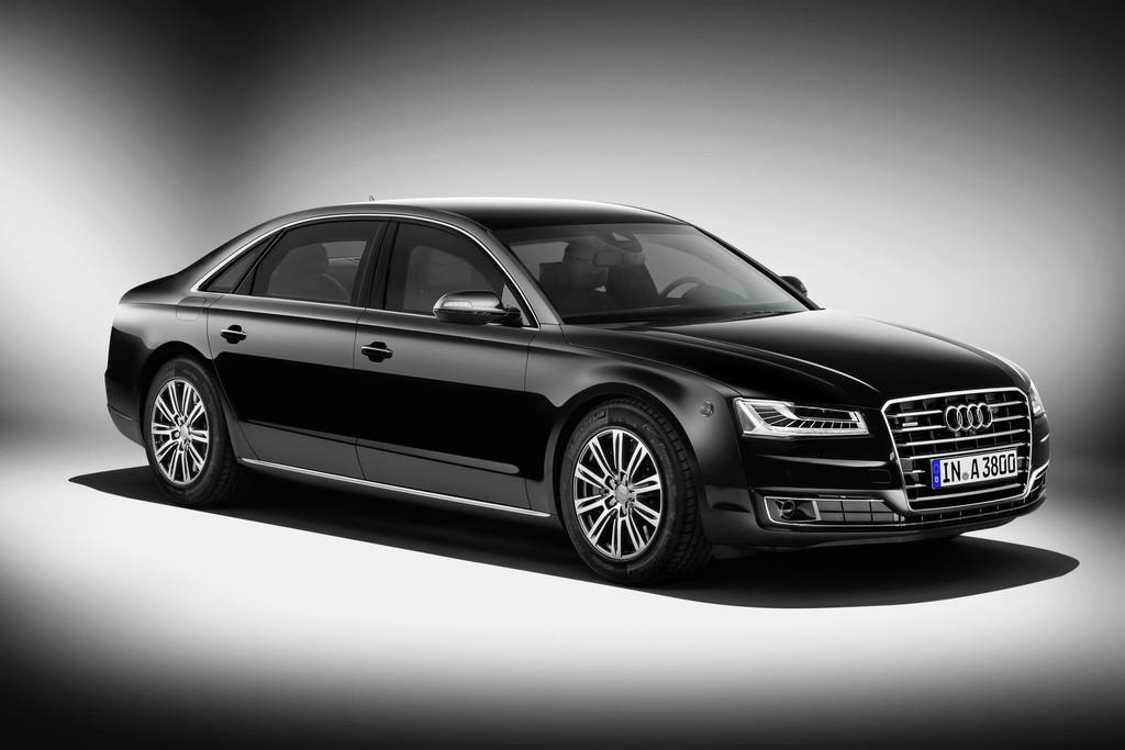 schwarzer Audi A8 L Security in der Frontansicht und von der Seite