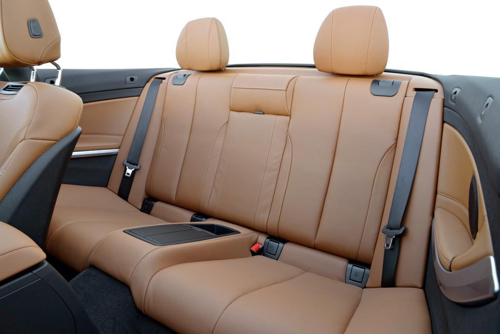 Fotoaufnahme vom Fond des BMW 4er Cabrio