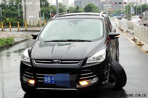 Achsschenkelbruch Ford Kuga Kundenfahrzeug