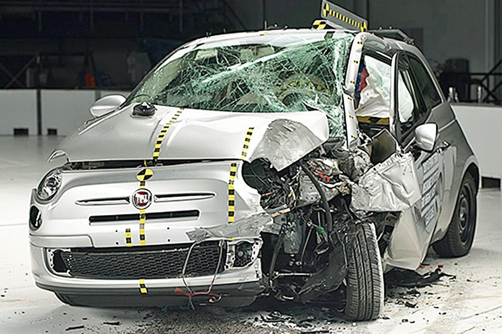 so sieht der Fiat 500 nach einem Crash aus