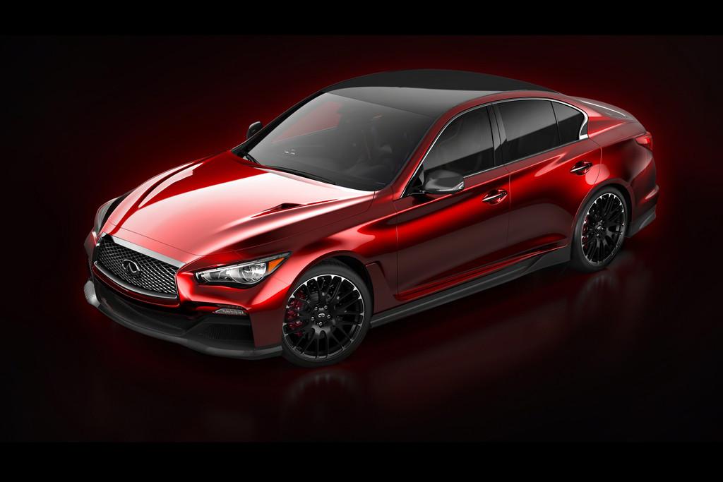 Roter Infiniti Q50 Eau Rouge Concept in der Seitenansicht
