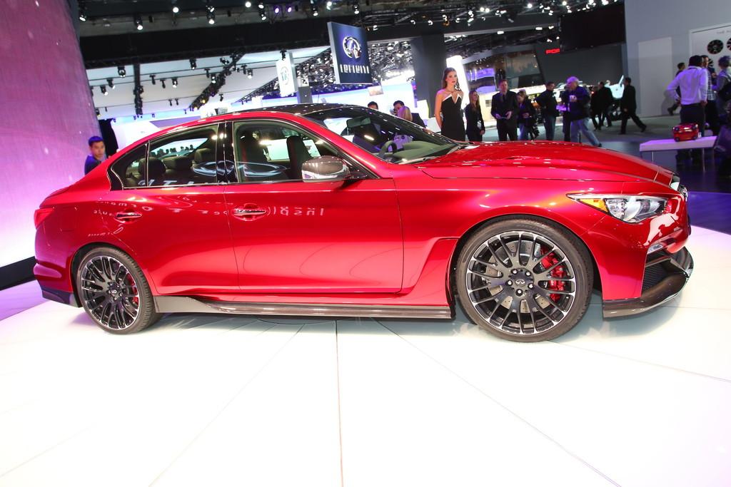 Vorstellung des Infiniti Q50 Eau Rouge auf der Detroit Motorshow 2014