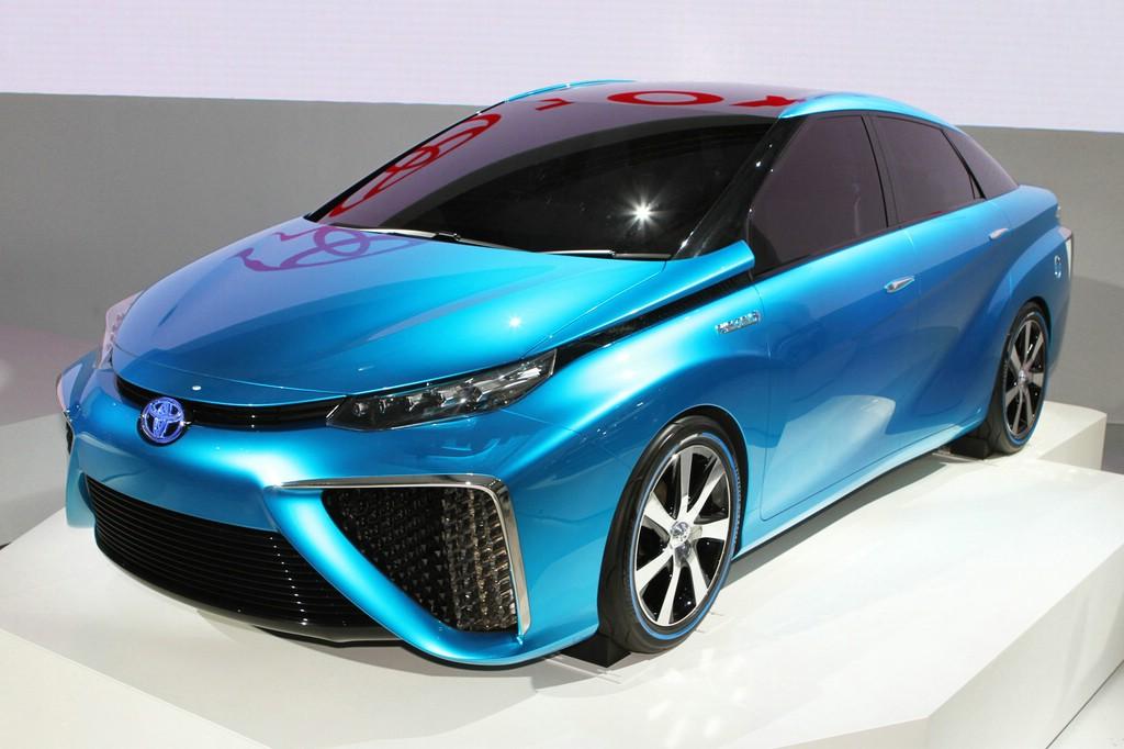 Foto vom Wasserstoffauto Toyota FCV in blau