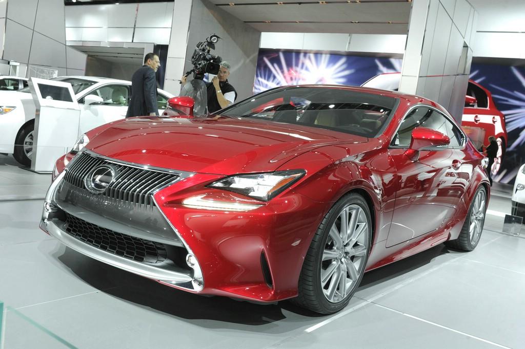 Der Auftritt des Lexus RC F auf der Detroit Autoshow 2014