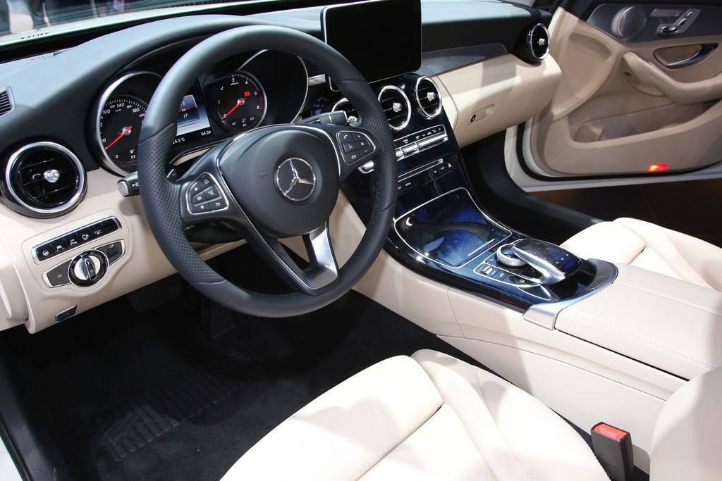 galerie mercedes benz c klasse w205 cockpit bilder und fotos. Black Bedroom Furniture Sets. Home Design Ideas