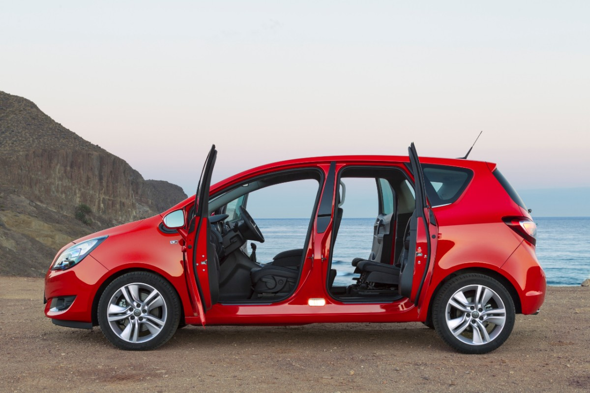 Überarbeiteter Opel Meriva Facelift 2014 in rot