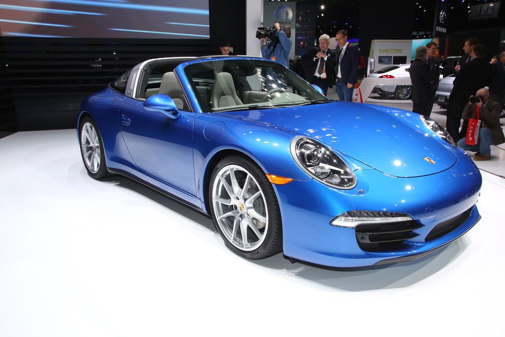 Blauer Porsche 911 Targa auf der NAIAS 2014