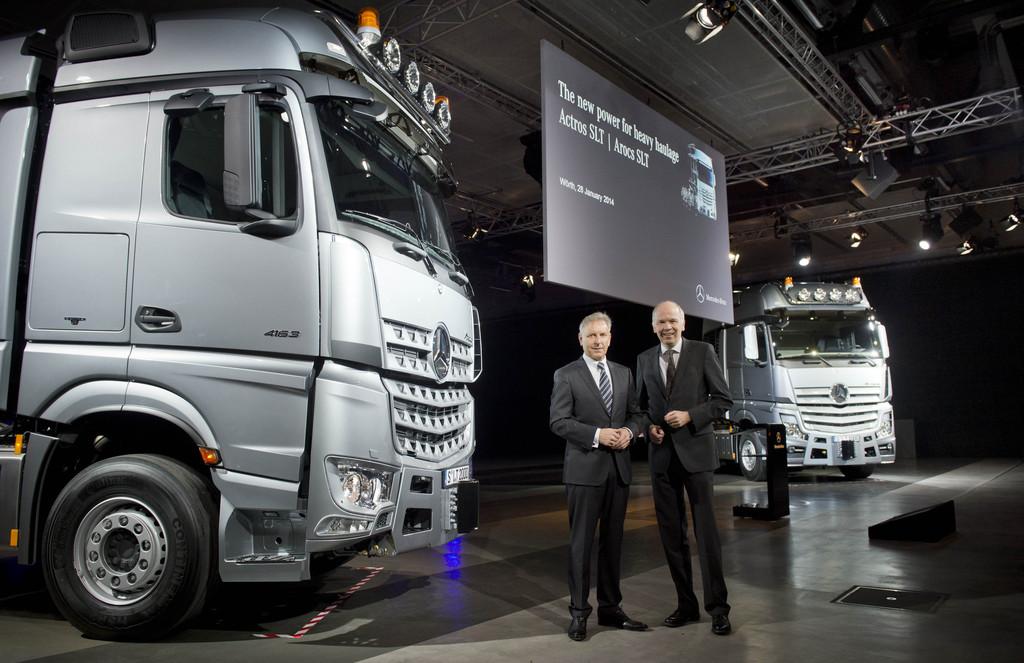 Präsentation der Lkw-Modelle Mercedes-Benz Arocs SLT und den Actros SLT