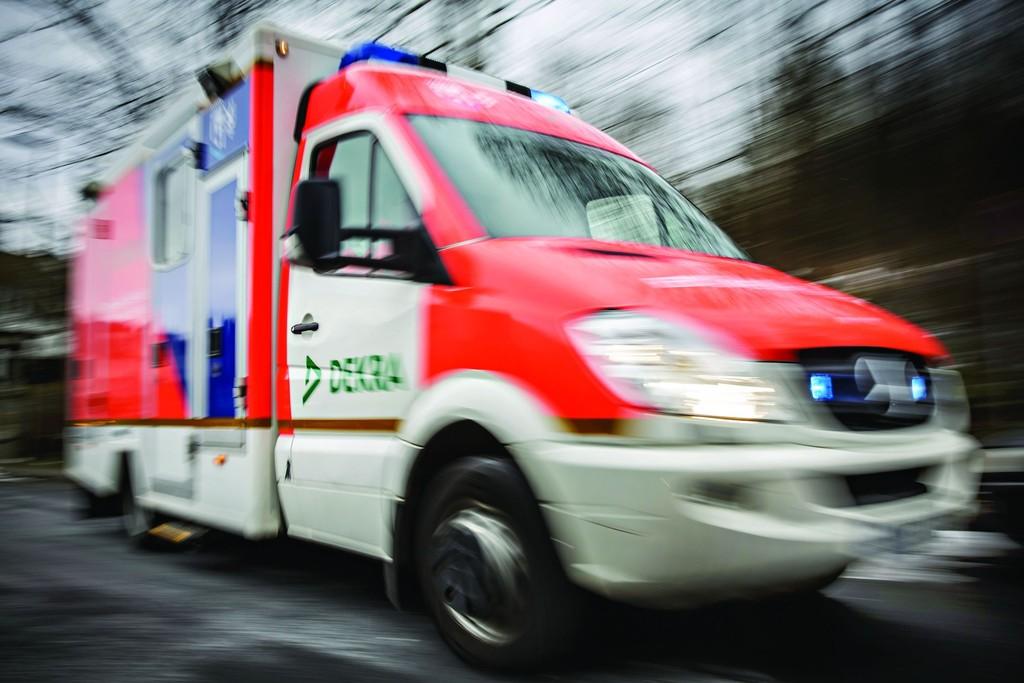 Rettungswagen von Mercedes-Benz hat Einsatz