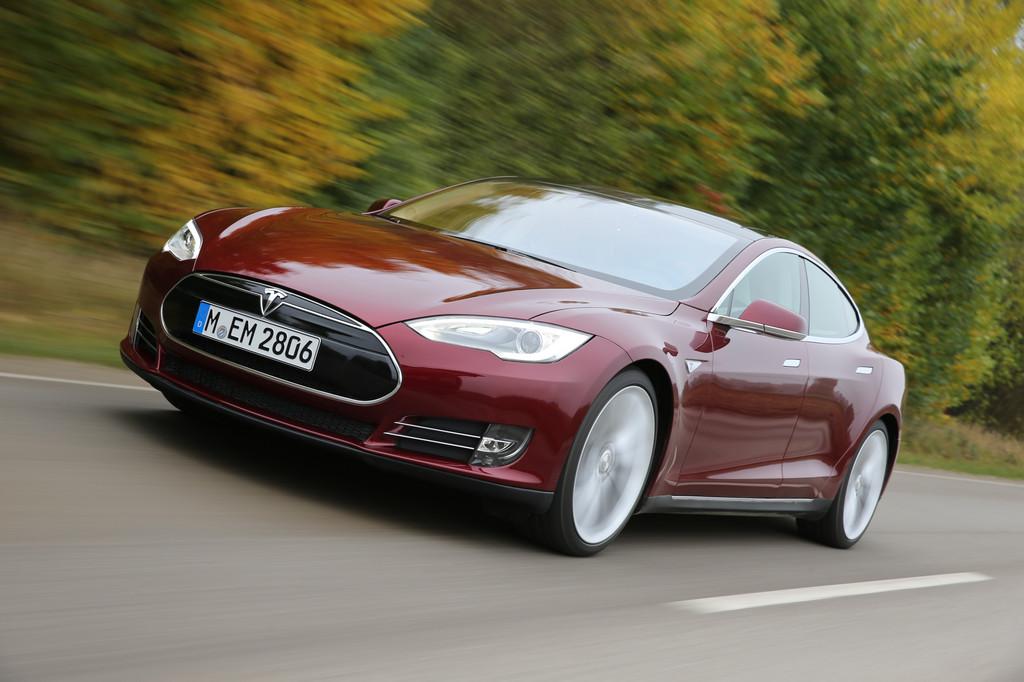 Fotoaufnahme von der Tesla Limousine Model S