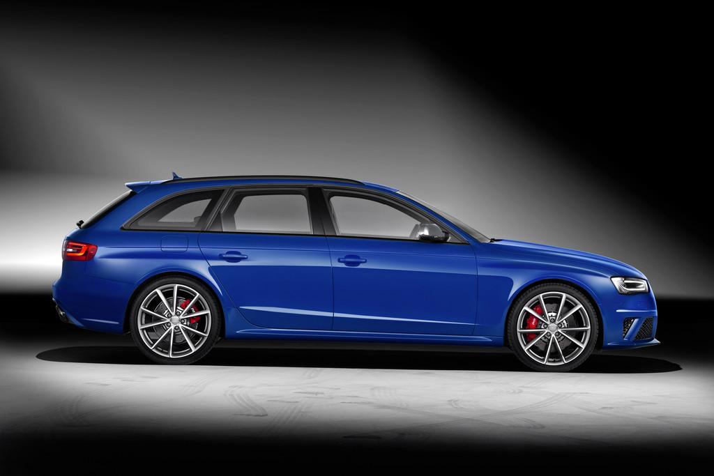Die Seitenpartie des Audi RS4 Avant Sondermodell Nogaro Selection