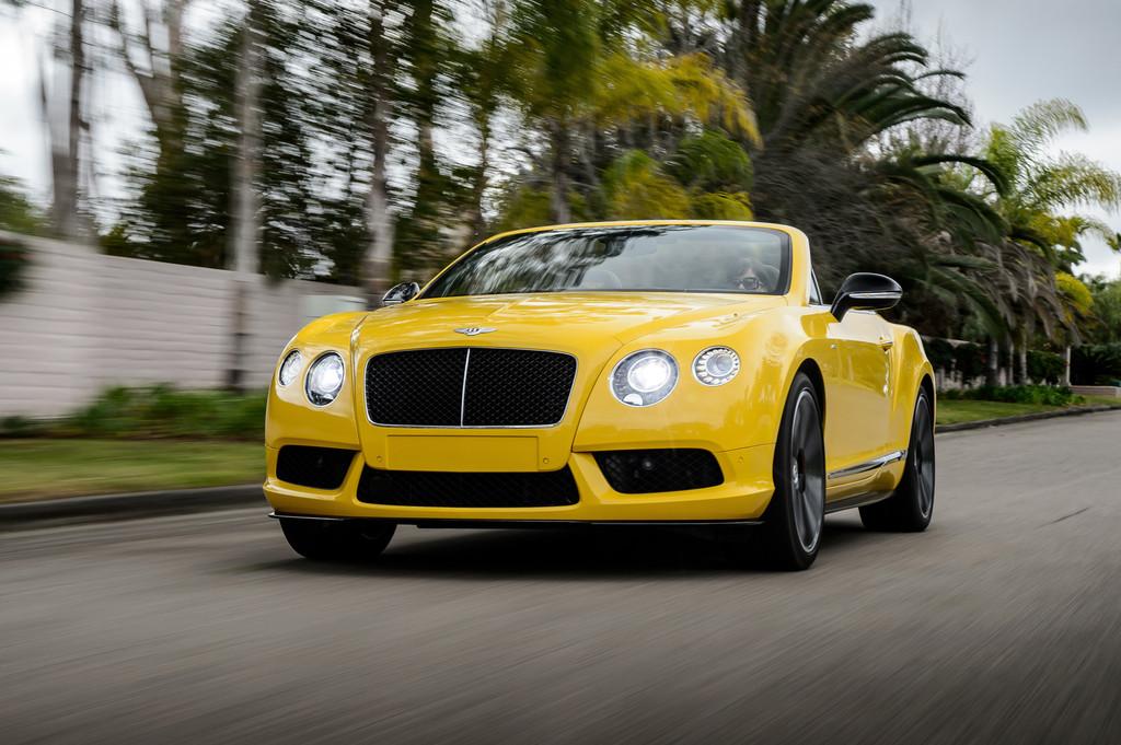 Bentley Continental GT V8 S Cabriolet in gelb in der Frontansicht
