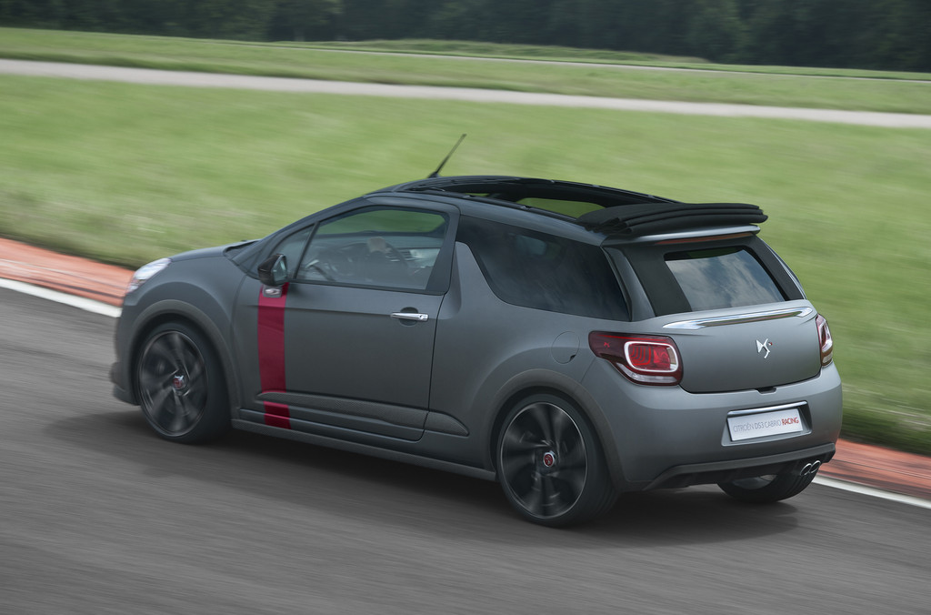 Citroen DS3 Cabrio Racing in der Außenfarbe Moondark-Matt