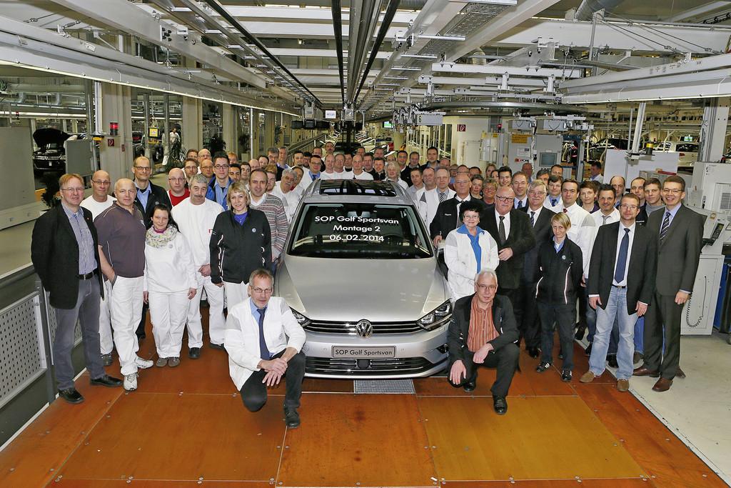 Erster Golf Sportsvan rollt in Wolfsburg vom Band
