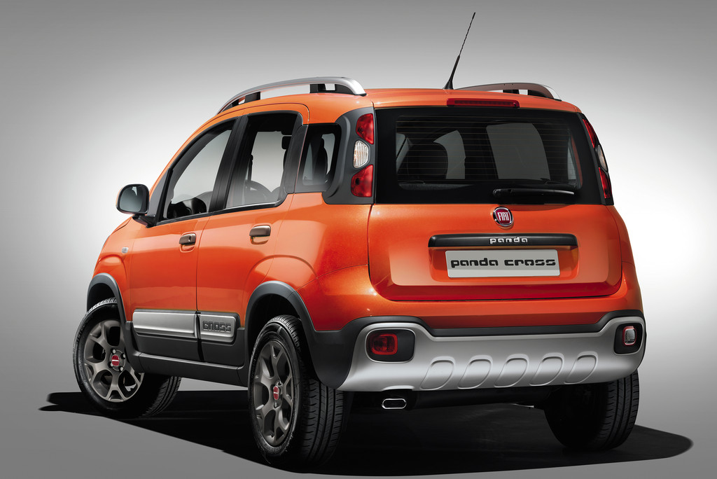 2014 Fiat Panda Cross in orange in der Heckansicht