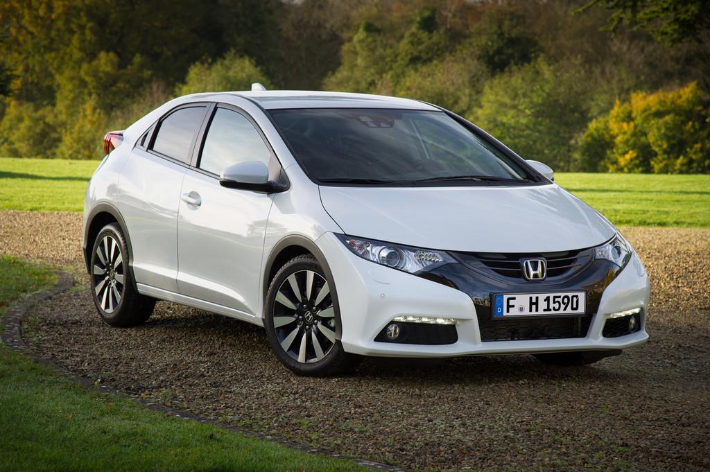 Der überarbeitete Honda Civic 2014 in weiß in der Frontansicht