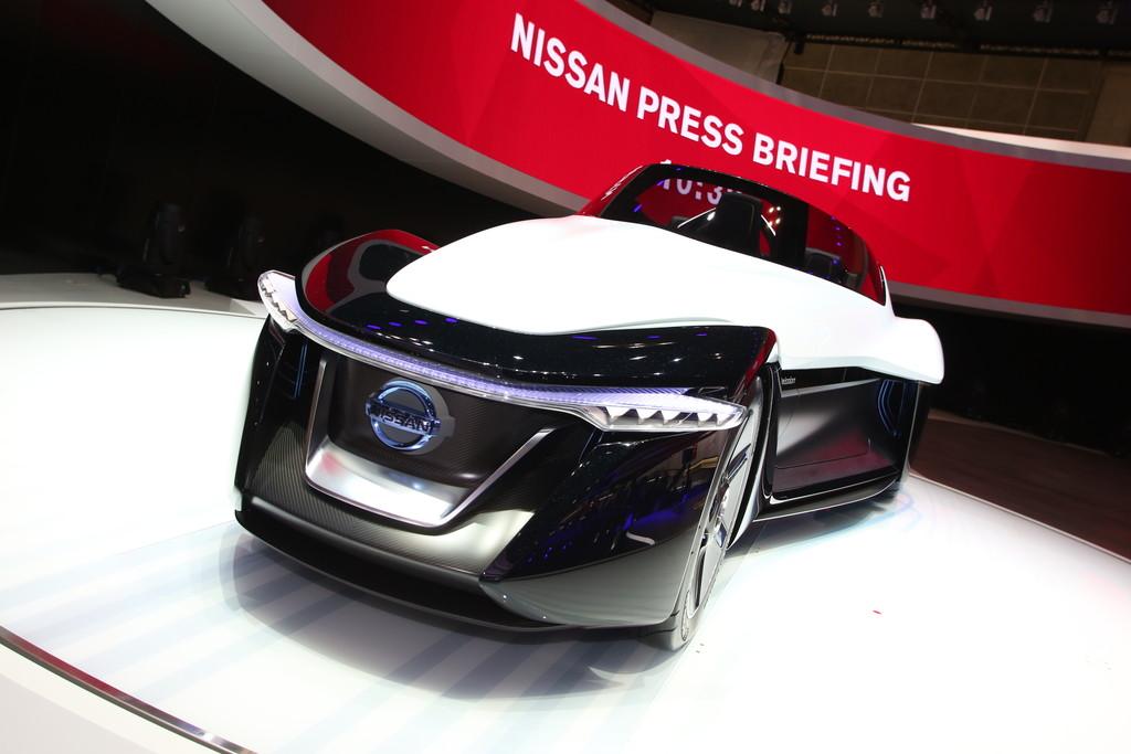 Der Nissan Bladeglider ist ein Konzeptauto, hier auf einer Messe