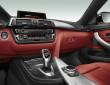 Die Mittelkonsole des BMW 4er Gran Coupé in schwarz/rot