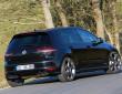 schwarzer Volkswagen Golf R von B&B mit Sportauspuff