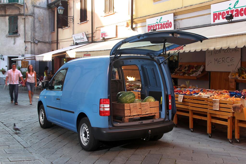 Der Vorgänger des aktuellen Volkswagen Caddy in blau