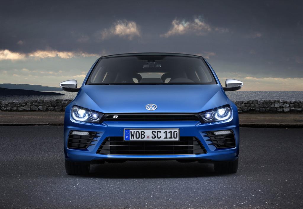 Blauer VW Scirocco Facelift 2014 in der Frontansicht
