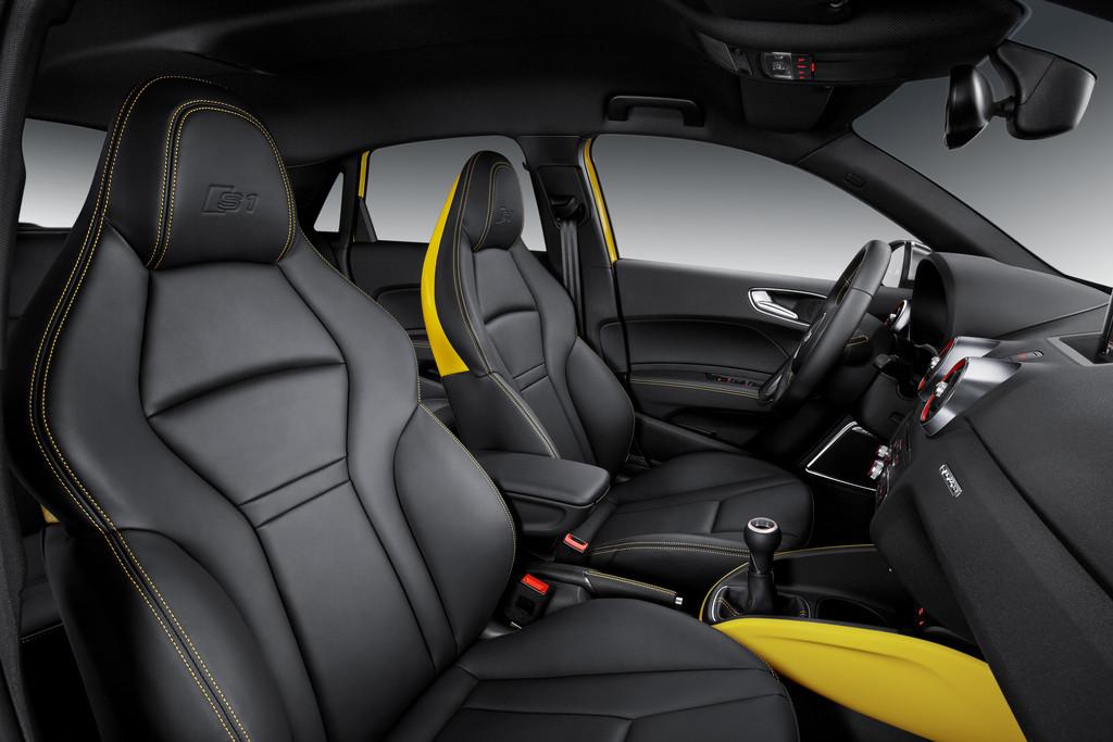 Die Vordersitze des Kleinwagens Audi S1 Sportback