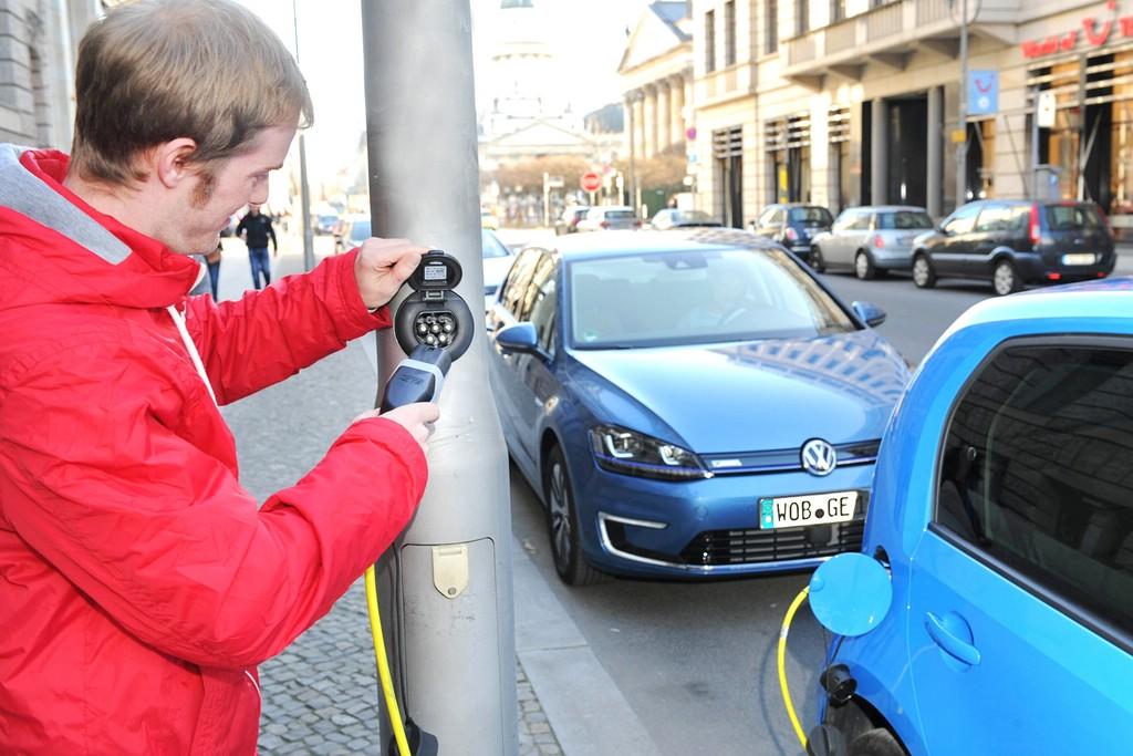 Aufladen von E-Fahrzeugen im öffentlichen Raum