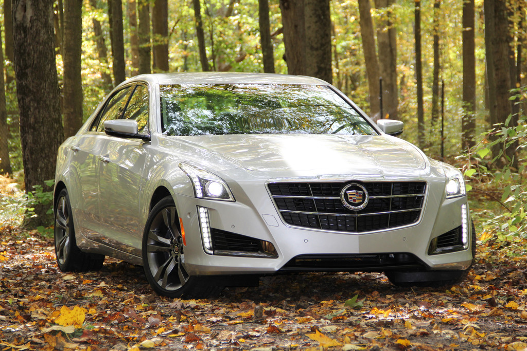 Silberner Cadillac CTS in der Frontansicht