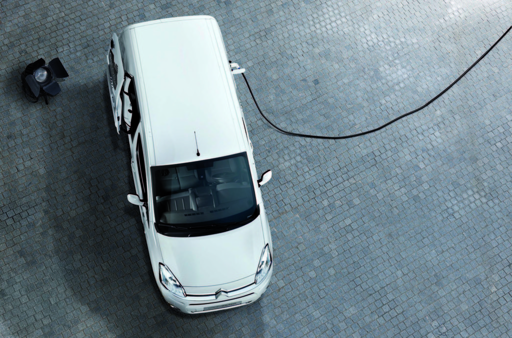 Aufladen des Elektro-Kastenwagens Citroen Berlingo Electric