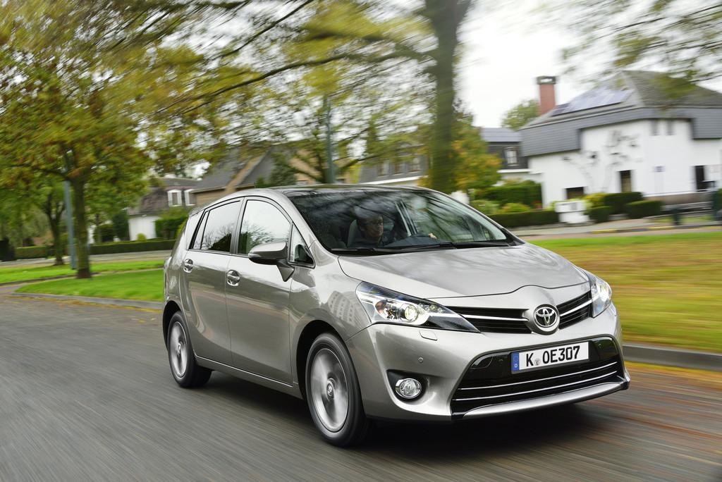 Kompaktvan Toyota Verso Modellgeneration 2014