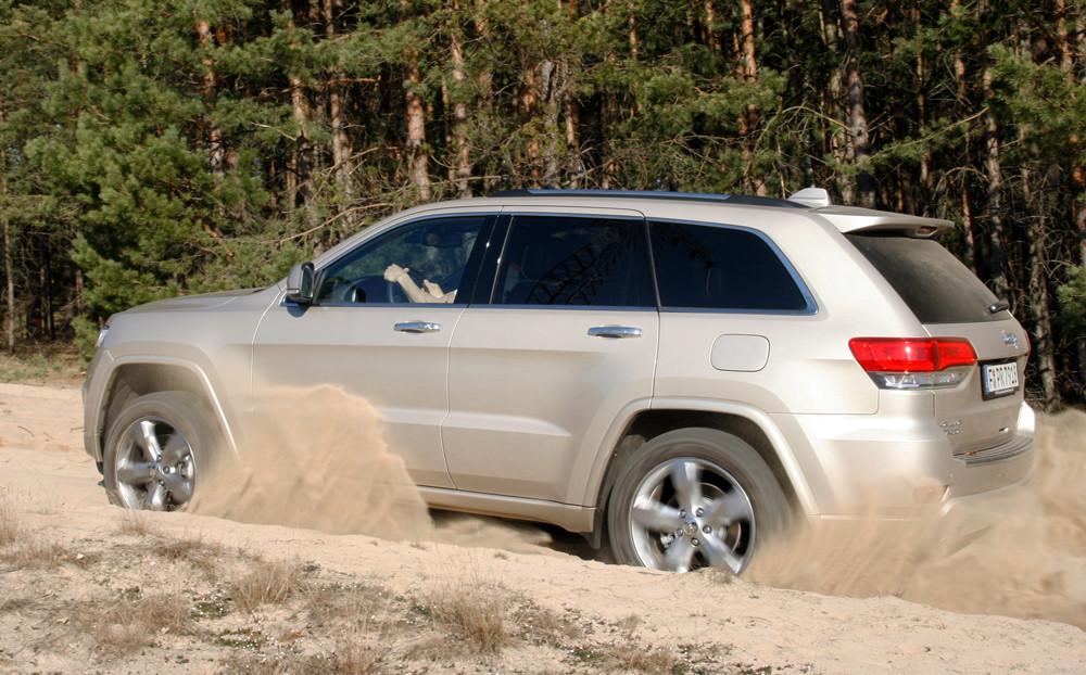 Die Seitenpartie des Jeep Grand Cherokee Overland