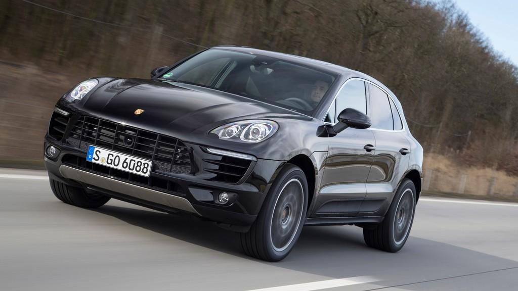 Die Motorhaube des Porsche Macan S in schwarz