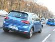 Die Elektromodelle VW e-Golf und e-up in blau