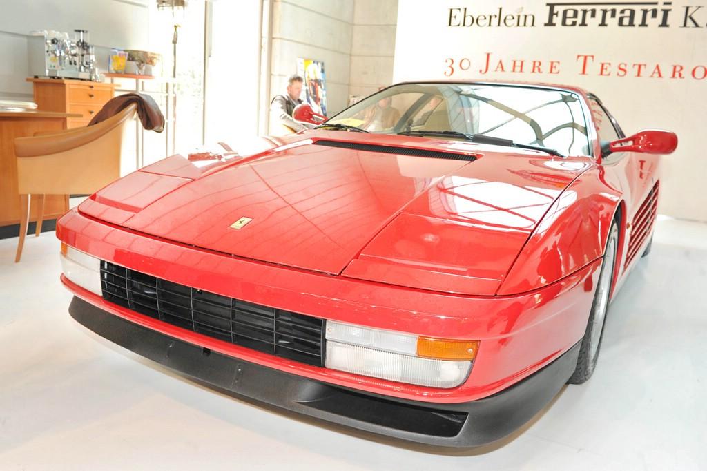 Ferrari Testarossa in rot, Baujahr 1984